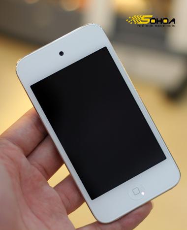 iPod Touch màu trắng với kiểu dáng và cấu hình giống hệt như iPod Touch gen 4 màu đen.