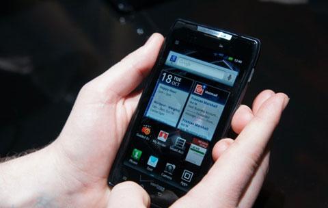 Giao diện màn hình Home của máy đã có sự thay đổi nhiều so với các thiết bị dùng MotoBlur đi trước.