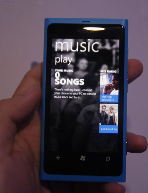 Nokia Music, kho nhạc online lần đầu xuất hiện trên các mẫu Windows Phone.
