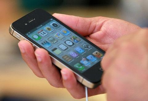 Cải thiện thời gian sử dụng pin trên iOS 5 là nâng cấp đáng chú ý nhất trong lần này. Ảnh: Daylife.