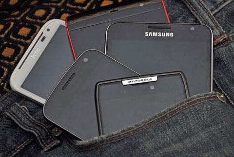 Màn hình smartphone không ngừng mở rộng trong năm nay. Ảnh: Cnet.