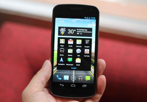 Galaxy Nexus với nền tảng Android mới. Ảnh: Quốc Huy.