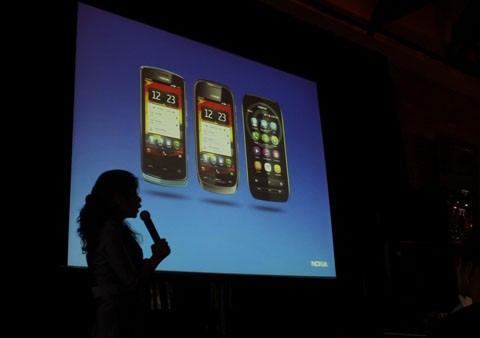 Bộ ba Nokia 603, 700 và 701 đã có mặt trên thị trường. Ảnh: Quốc Huy.
