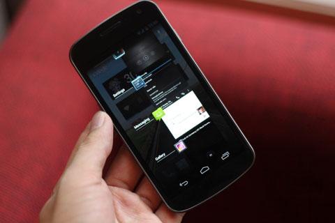 Samsung Galaxy Nexus có màn hình HD Super AMOLED. Ảnh: Quốc Huy.