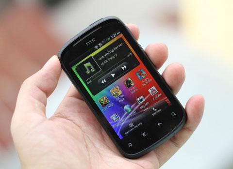 Các nhà sản xuất vốn có thế mạnh ở nhóm giá cao như HTC vừa gia nhập thị trường dòng thấp. Ảnh: Quốc Huy.