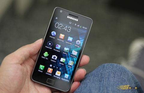 Galaxy S II với màn hình 4,27 inch. Ảnh: Quốc Huy.