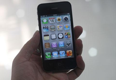 Mặt trước chiếc di động Apple.
