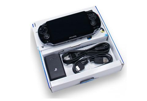 Máy game đi kèm với các phụ kiện đơn giản như sạc, cáp và 1 game bản quyền.