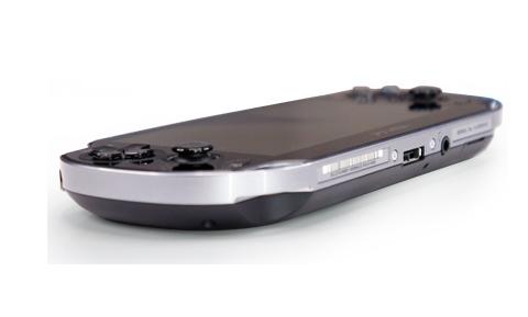 PS Vita mang nhiều nét giống với đàn em PSP Fat và PSP Slim nhưng không giống như PSP Go.