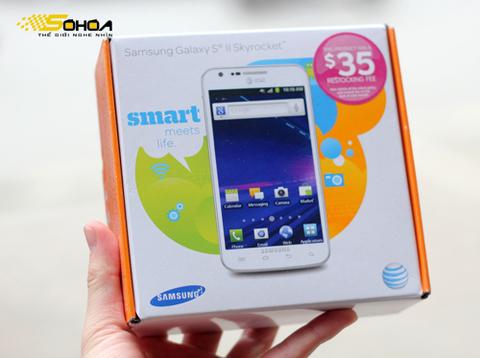 Skyrocket i727 là mẫu Galaxy S II chạy mạng 4G được Samsung thiết kế cho nhà mạng AT&T của Mỹ