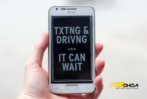 Skyrocket i727 là mẫu Galaxy S II chạy mạng 4G được Samsung thiết kế cho nhà mạng AT&T của Mỹ. Máy về Việt Nam dưới dạng xách tay với phiên bản trắng và đen.