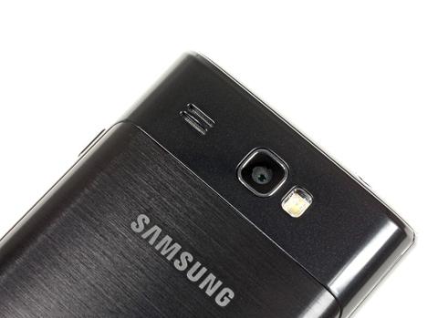 Máy ảnh thiết bị này là 5 Megapixel, thấp hơn Omnia 7.