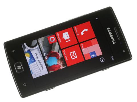 Màn hình Home của Omnia W với các icon quen thuộc từ Windows Phone.