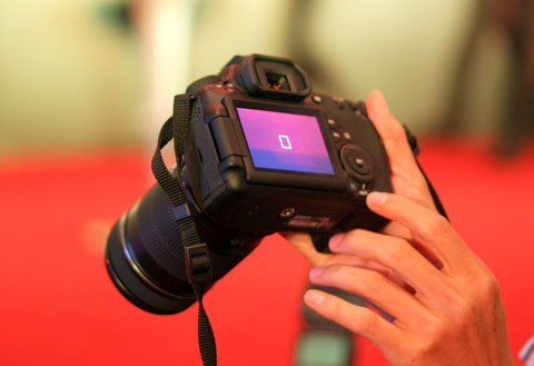 Màn hình là một trong nhiều chi tiết trên camera cần xem kỹ trước khi chọn mua. Ảnh: Quốc Huy.