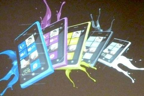 Lumia 900 được kì vọng là một bản nâng cấp hoàn hảo cho Lumia 800. Ảnh: Tuấn Anh.