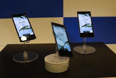 Smartphone từ Panasonic có thiết kế bắt mắt. Ảnh: refire.