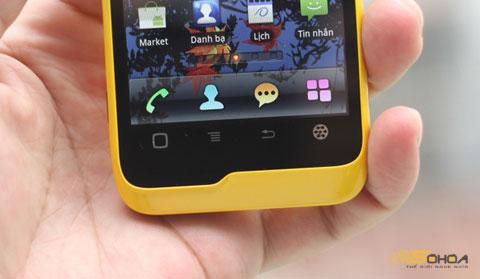 Bốn phím cảm ứng nằm dưới màn hình.