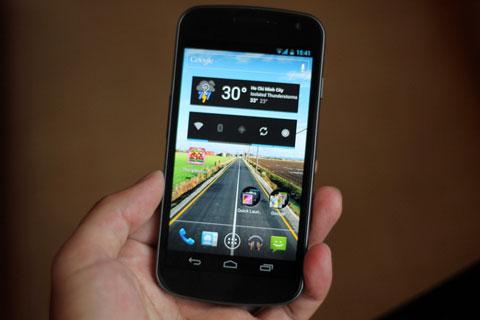 Galaxy Nexus với màn hình HD. Ảnh: Quốc Huy.