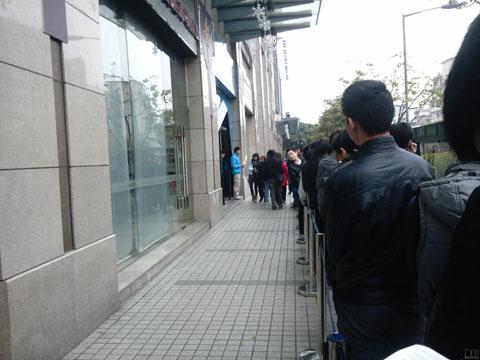 Hình ảnh dòng người xếp hàng ở Bắc Kinh.