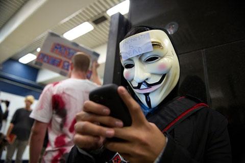 Hacktivism, khái niệm mới về tấn công mạng mang mục đích chính trị. Ảnh: Wired.