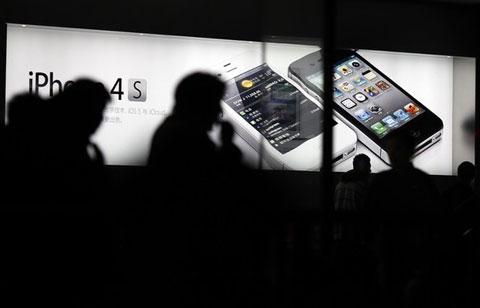 Theo dõi và thực hiện các cuộc tấn công qua mobile phát triển trong năm 2011. Ảnh: Daylife.