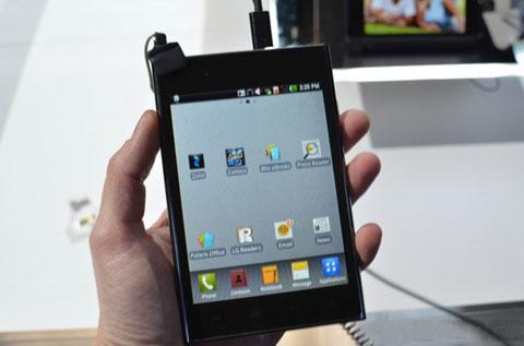 Optimus Vu, màn hình 5 inch với tỷ lệ 4:3. Ảnh: The Verge.