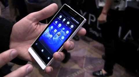 Xperia S với màn hình HD. Ảnh: Tech2.