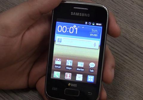 Màn hình Home với TouchWiz, tương tự các thế hệ Android của Samsung.