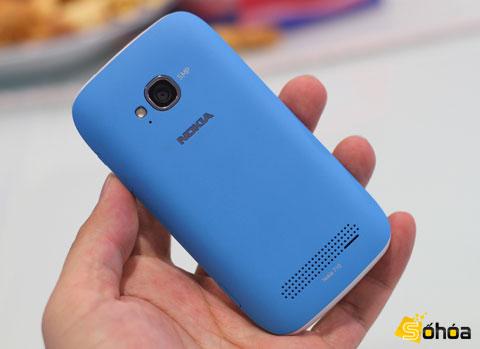 Cả 4 chiếc Windows Phone của Nokia đều sở hữu 4 màu sắc giống nhau là xanh lam, đen, hồng và trắng. Đây cũng là các màu sắc được hãng cho là cơ bản, nhắm tới những người dùng khác nhau.