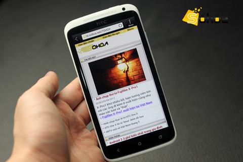 Giá chính hãng HTC One X tại Việt Nam là 16,5 triệu đồng, đã bao gồm tai nghe Beats Audio. Ảnh: Tuấn Anh.