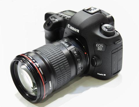 Canon 5D Mark III có giá gần 90 triệu đồng.