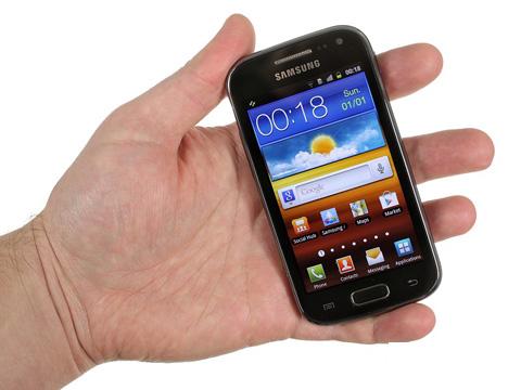 Thiết kế của máy giống Galaxy W hơn là mẫu Ace đời đầu.