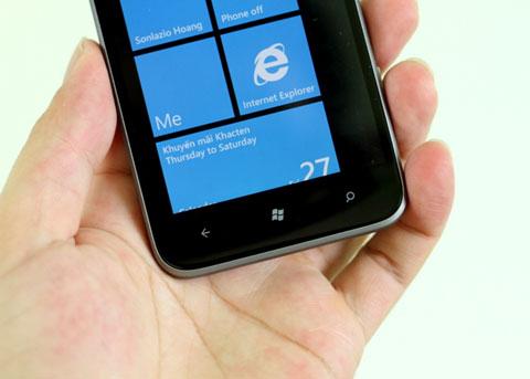 HTC sử dụng các quy chuẩn do Microsoft đề ra như thiết kế ba phím bấm bên dưới.