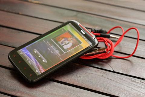 Sensation XE có tốc độ mạnh mẽ và âm thanh Beats.