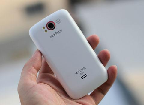 Đây là phiên bản màu trắng, ngoài ra, hãng này cũng bán ra thị trường thiết bị vỏ đen.