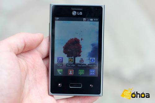 LG Optimus L3 có đầy đủ các tính năng của một chiếc smartphone Android, hỗ trợ nhiều kết nối. Ảnh: Tuấn Anh.