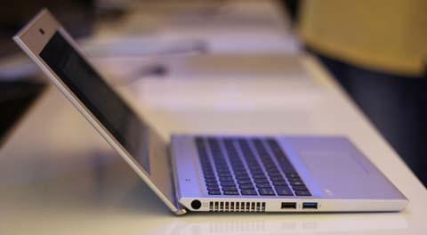 Tản nhiệt và các cổng USB bên trái.