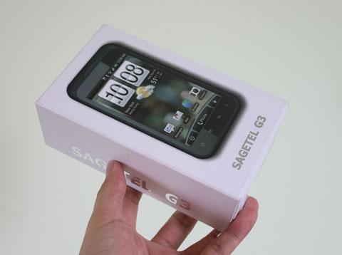 Hộp đựng máy với giao diện giống các smartphone của HTC.