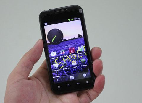 Giao diện của máy với các tùy biến từ Android 2.3.