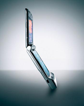 Motorola RAZR và xu hướng máy gập là dấu hiệu đầu tiên về sự đi xuống của Nokia