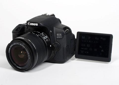 Dù có bộ cảm biến 18 triệu pixel, camera EOS 650D (hay Rebel T4i tại Bắc Mỹ) của Canon không dùng cùng thiết bị CMOS như các loại camera khác của Canon. Mẫu máy này dùng bộ cảm biến lai Hybrid CMOS mới, được thiết kế để dễ dàng kết hợp hệ thống chỉnh nét tự động theo pha và theo độ tương phản, hoạt động trong khi quay video và khi chế độ Live View được kích hoạt.