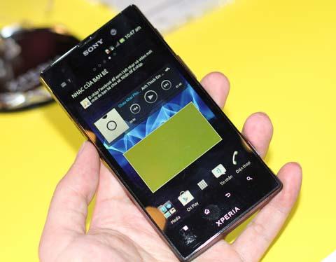 Xperia Ion với thiết kế màn hình lớn.