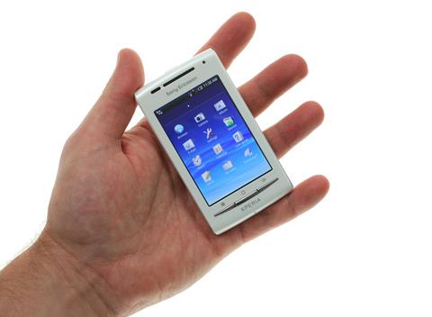 Xperia X8 với thiết kế nhỏ gọn. Ảnh: GSM Arena.