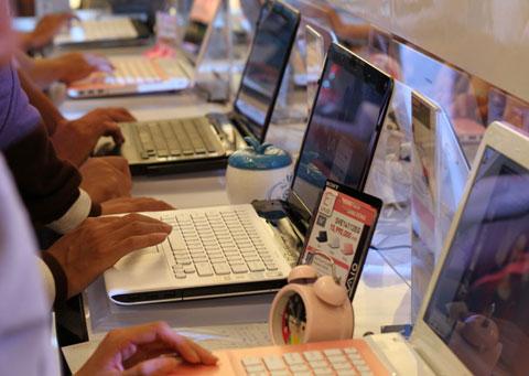 Các nhà sản xuất rầm rộ mang laptop mới ra thị trường. Ảnh: Quốc Huy.