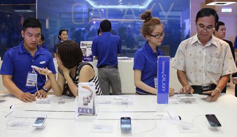Samsung có thể chọn Petrosetco làm nhà phân phối cho mình. Ảnh: Quốc Huy.