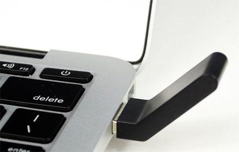 Đầu phát Wi-Fi cắm vào cổng USB của máy tính.