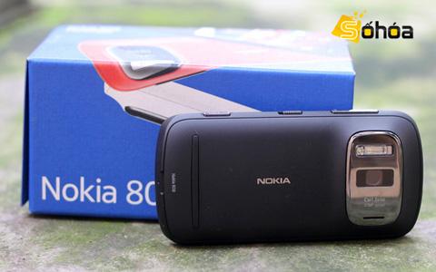 Nokia 808 với công nghệ PureView. Ảnh: Tuấn Anh.
