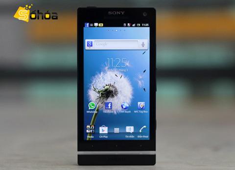 Sony Xperia S với màn hình HD 4,3 inch và máy ảnh 12 Megapixel. Ảnh: Tuấn Anh.
