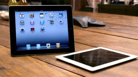 iPad của Apple với kích thước màn hình lớn, chạy iOS. Ảnh: Wired.