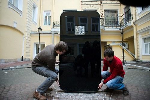 6 jpg 1357953833 1357954021 500x0 - Tưởng nhớ Steve Jobs - Fan dựng iPhone 5 cao 2 mét